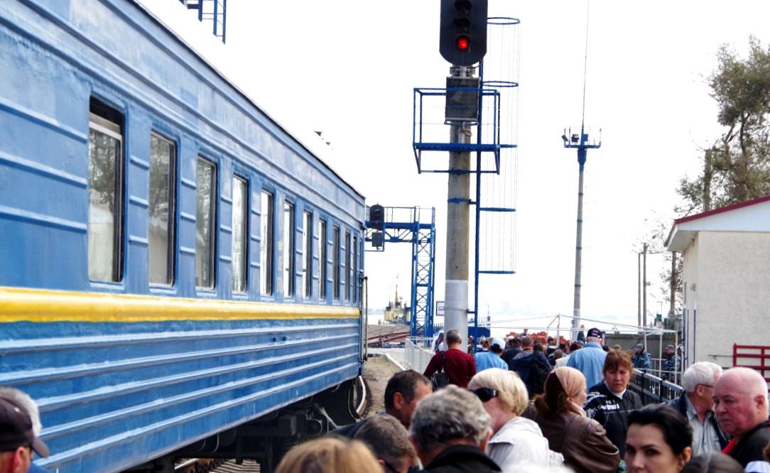 Чс2т-1056 с поездом 561 москва-симферополь