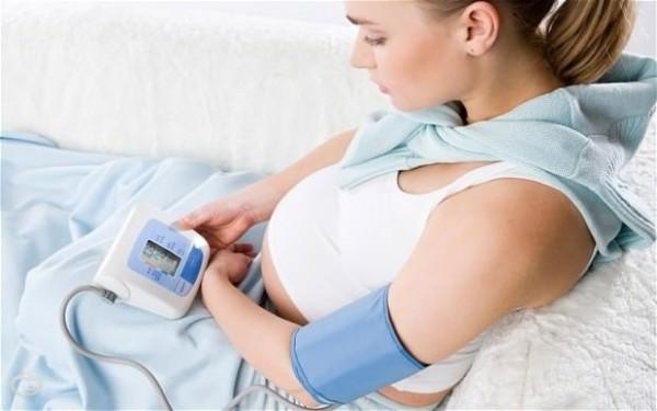 Помощь беременной при высоком давлении