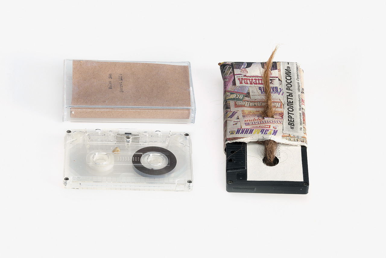 Помимо экспериментов с начинкой — во всех смыслах — и оформления кассет Nazlø Records еще и работают непосредственно с пленкой, делая записи с лупами — зацикленными звуковыми дорожками