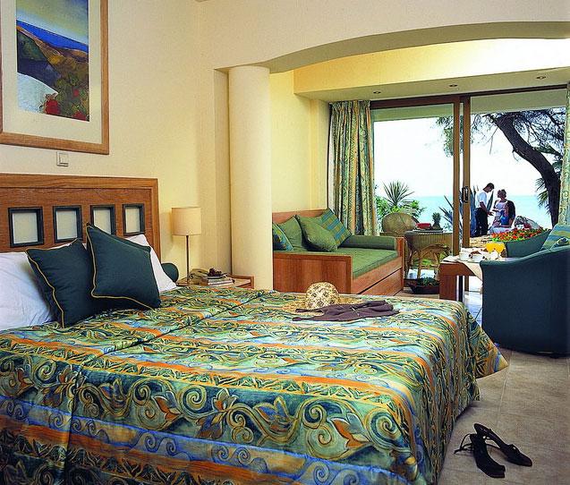 Отель в Неа Мудания у моря и гор