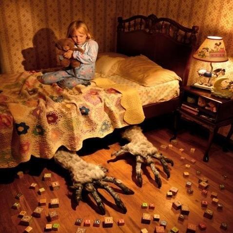 Боюсь оставаться ночью одна дома