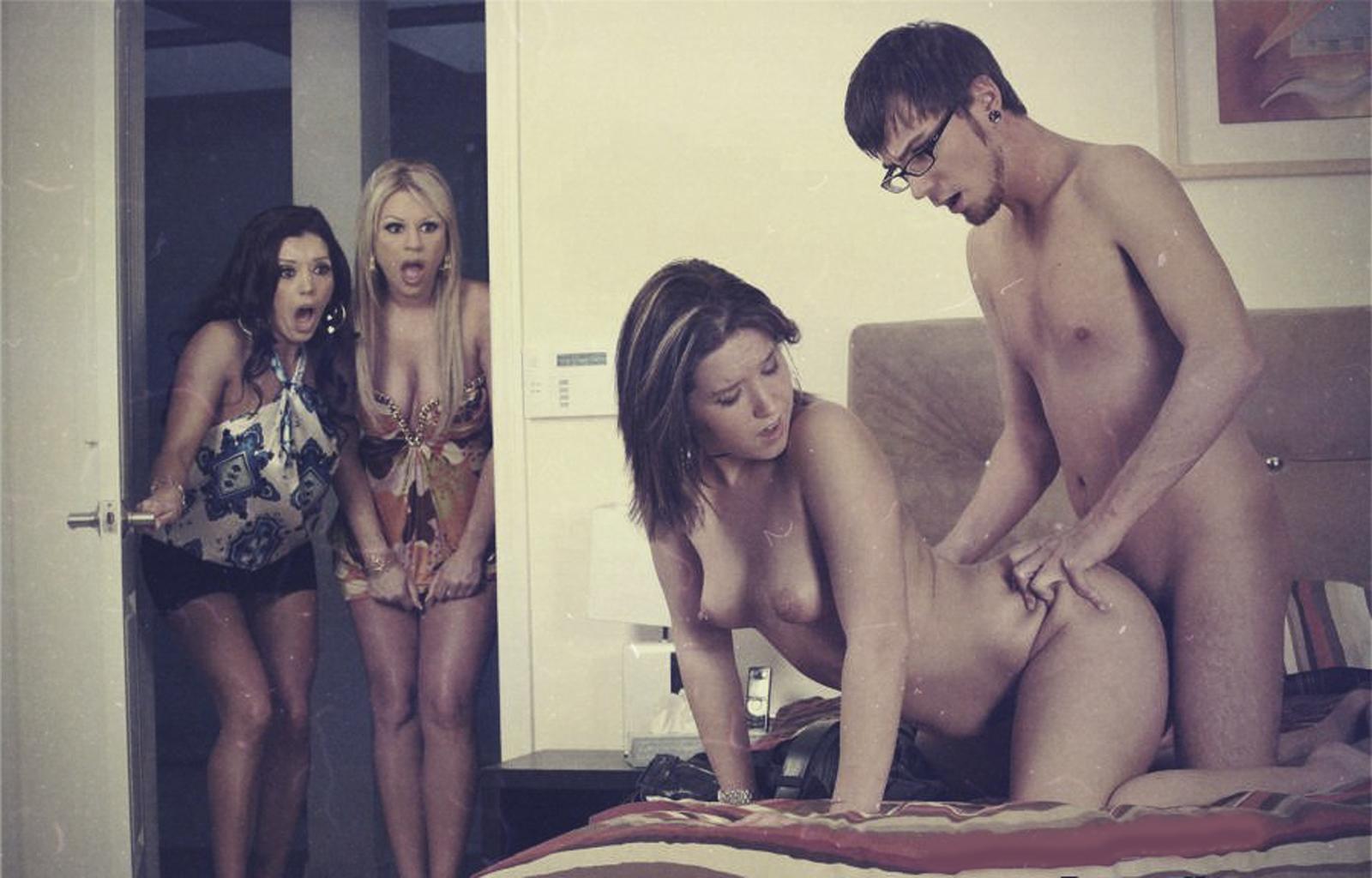 Порно как парень застал свою девушку