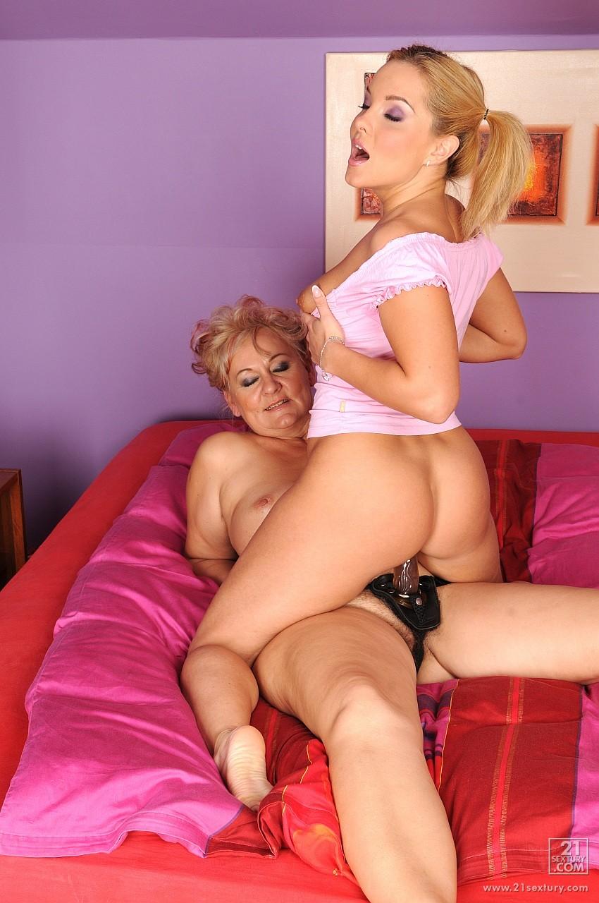 Порнофильмы мама и дочка лесби