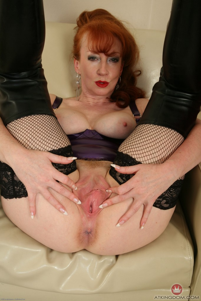 Free head mature red milf