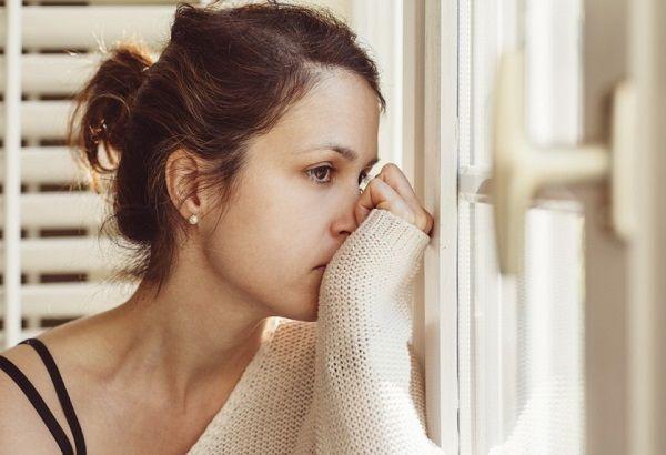Депрессия у женщин: симптомы, признаки и стадии