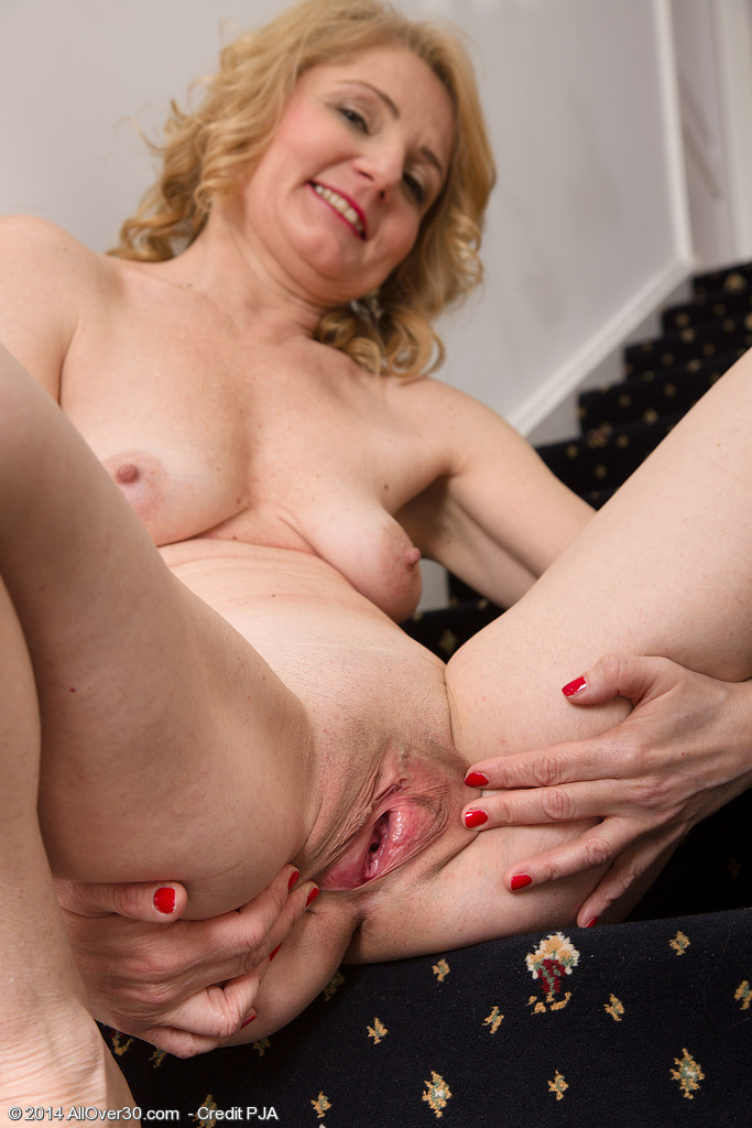 Holly sampson lesbian scene