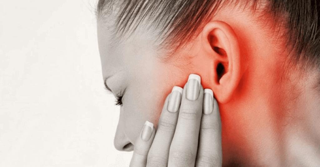 Болит ухо у трехлетнего ребенка