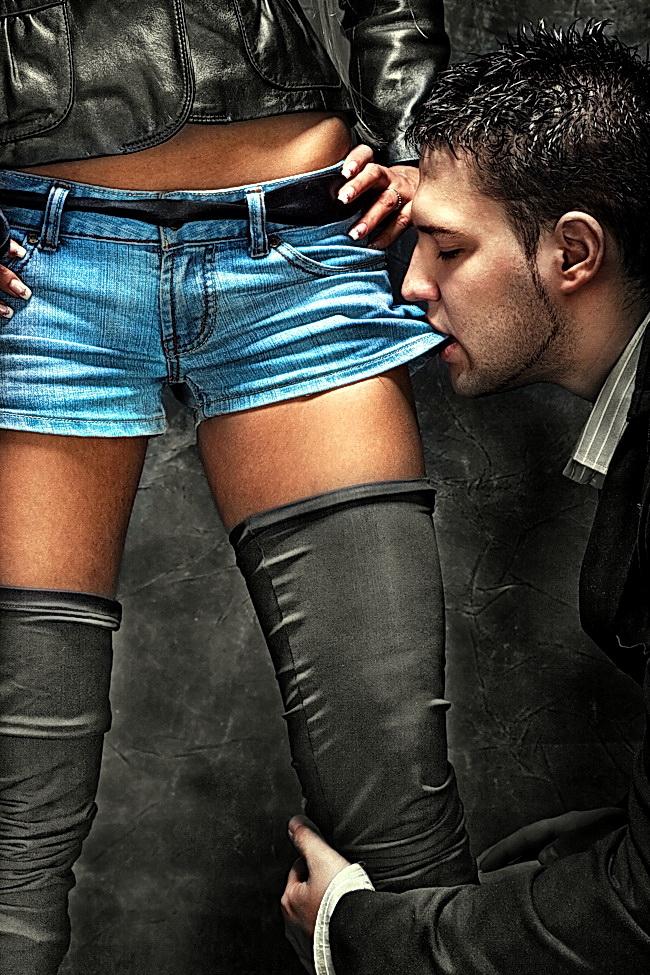 Порно госпожа доминирует над рабом видео