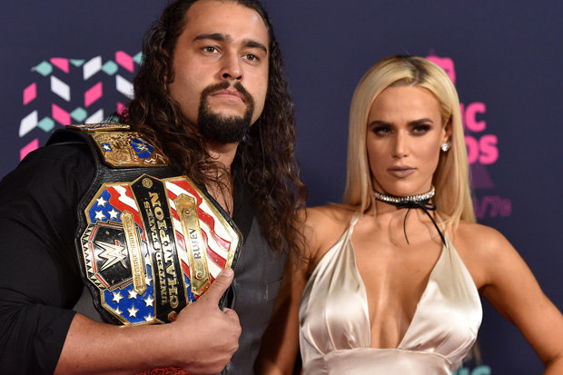 Who is dating who in real life in the wwe