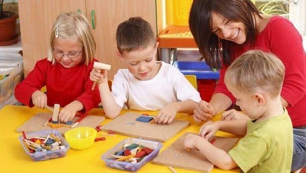 как оформить детскую комнату для девочки обоями