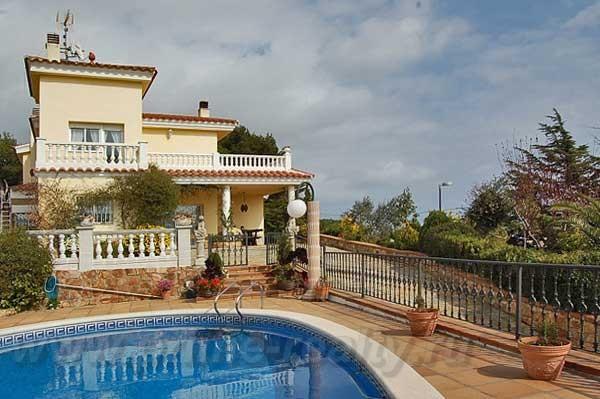 Недвижимость в город бланес испания
