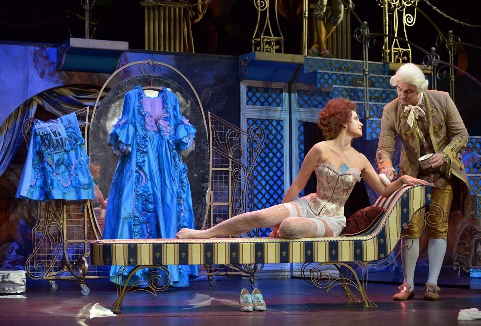 Театр с голыми актрисами, полная версия спектакля с голыми артистами на сцене 24 фотография