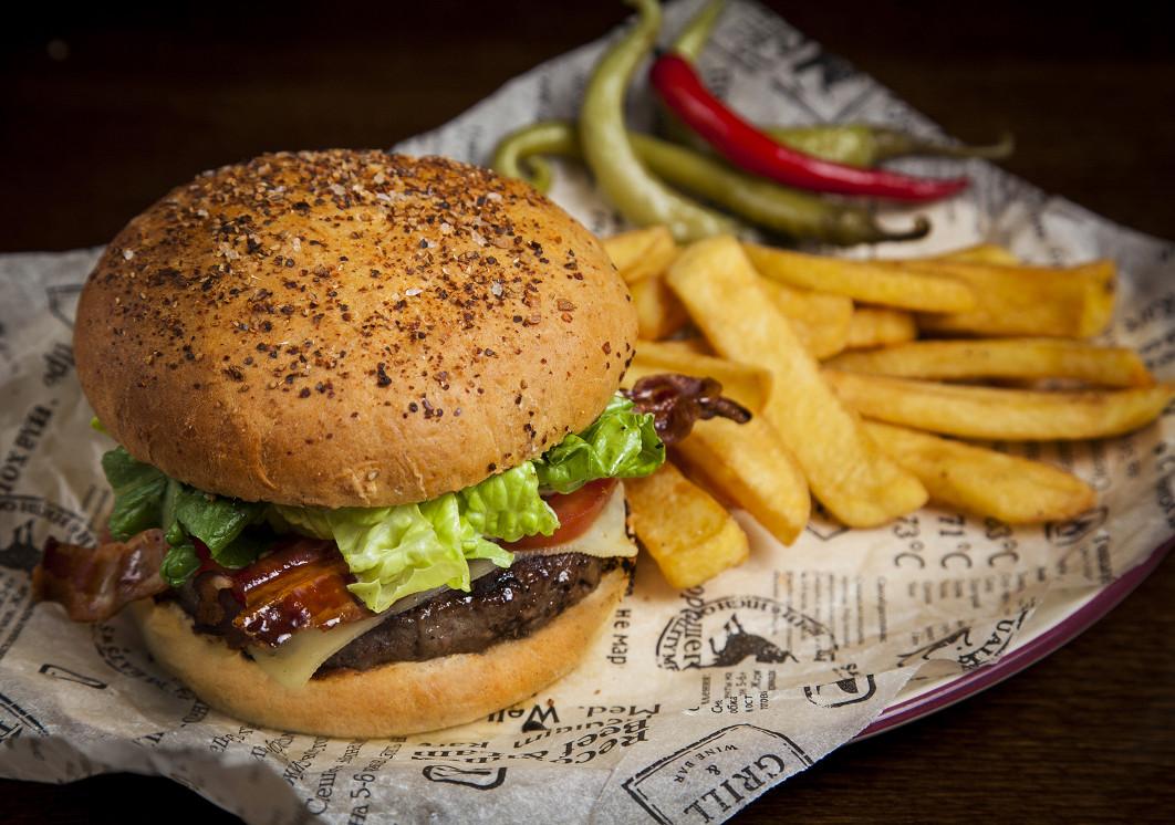 Ресторан Torro Grill - фотография 3 - BLT бургер