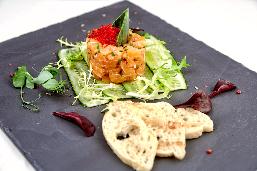 """Ресторан Де Марко - фотография 25 - Тар-тар из лосося с соусом """"Понзу"""""""