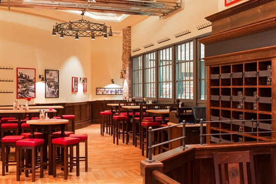 Ресторан Paulaner - фотография 3 - Первый этаж