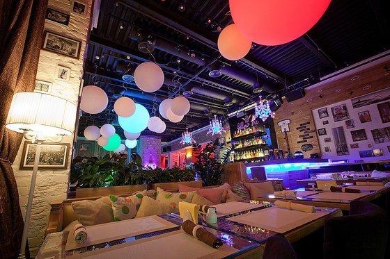 Ресторан Follow Me Café - фотография 2