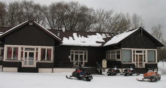 Ресторан Поместье - фотография 15 - Барский домик зимой
