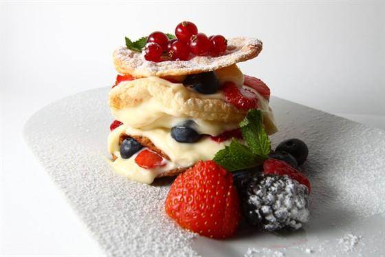 Ресторан Пятница - фотография 3 - Мильфей ягодный
