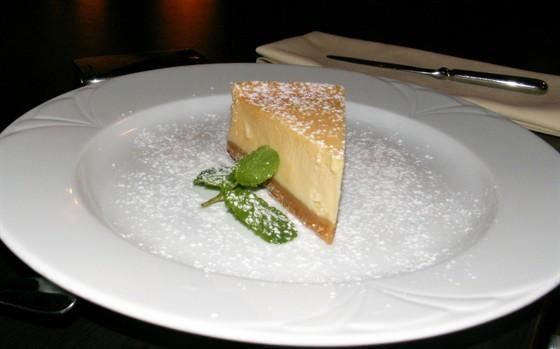 Ресторан Semplice - фотография 10 - Чизкейк