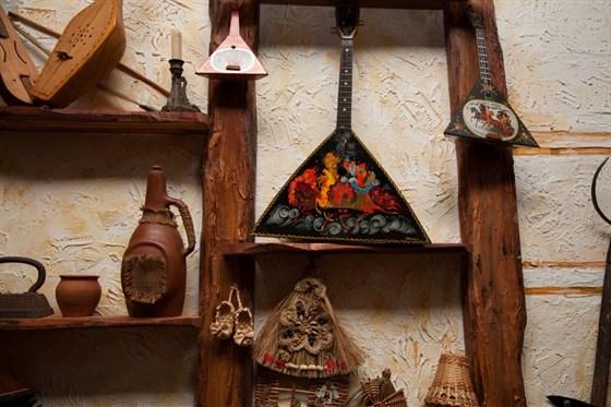 Ресторан Старый базар - фотография 4 - коллекция - предметы быта, муз. инструменты