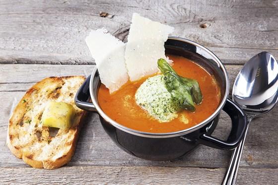 Ресторан Zinger Grill - фотография 8 - Крем-суп из запеченных томатов grill c мороженым из базилика