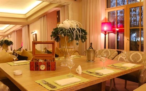 Ресторан Barry White - фотография 6 - Зал на втором этаже ресторана с видом на Белый дом