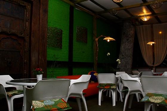 Ресторан Поляна - фотография 8 - Веранда на входе