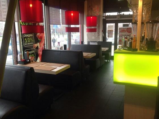 Ресторан Море суши - фотография 2 - Зона для некурящих.