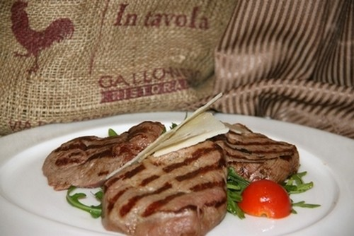 Ресторан Milano ricci - фотография 3 - Тальята из телятины Рукколой и Пармезаном