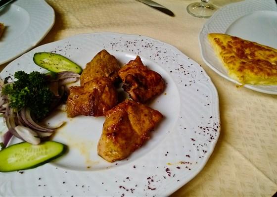 Ресторан Хинкальная - фотография 14 - Шашлык из телятины