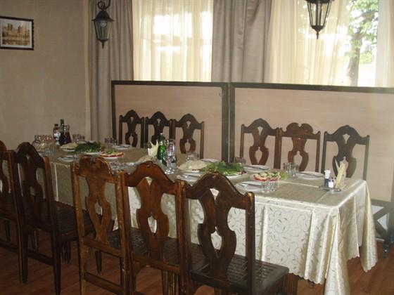 Ресторан У Джона - фотография 3 - для банкетов столы сдвигают