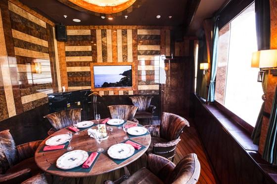 Ресторан Лодка - фотография 1 - Малый VIP зал с караоке