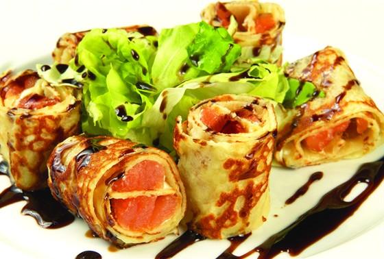 Ресторан Пралине - фотография 5 - Креп с лососем.