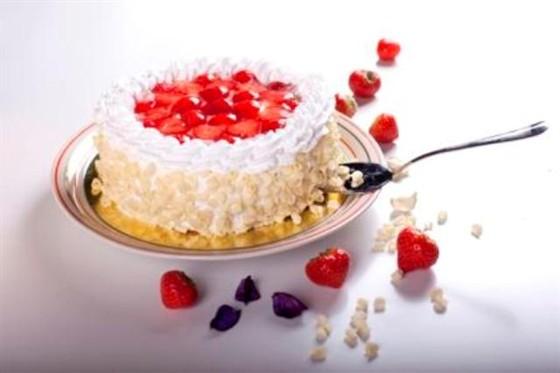 Ресторан Dessert - фотография 7 - Торт «Клубничный рай»