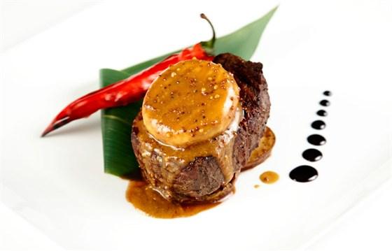 Ресторан Де Марко - фотография 16 - Стейк из мраморной вырезки на груше -наша гордость и изюминка меню «Де Марко».Каждый раз оригинальные и всегда уникальные блюда «от шефа».