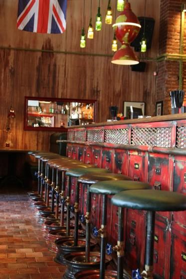 Ресторан Mr. Drunke - фотография 2 - самый большая в Краснодаре барная стойка