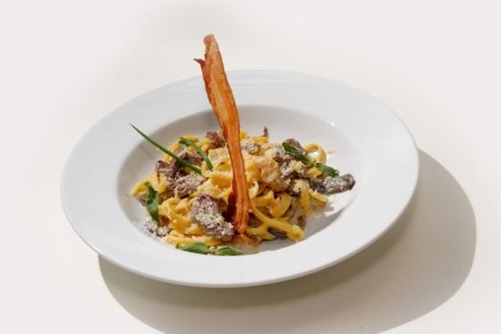 Ресторан Fantasia del Mare - фотография 12 - Паста с копченой грудинкой под сливочным соусом