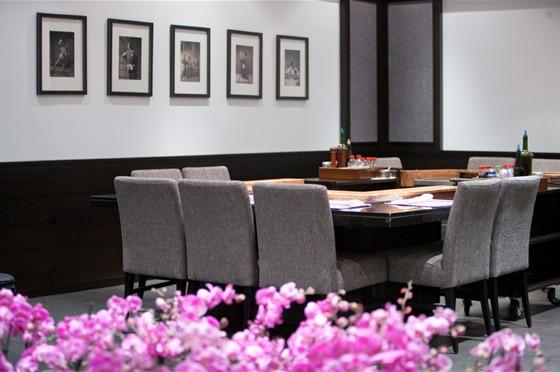 Ресторан Sumosan - фотография 7 - Внутренний зал с тепанами