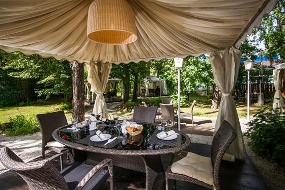 """Ресторан Биргарден - фотография 8 - Интерьер в шатре ресторана """"Биргарден"""""""