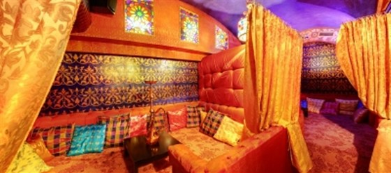 Ресторан Мархаба - фотография 12 - Кальянная комната, также подходит для отдыха и релаксации, чайных вечеринок, для организации досуга детей и для романтических свиданий.