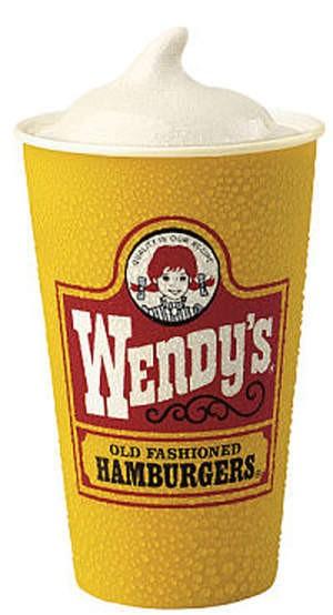 Ресторан Wendy's - фотография 1 - Фрости (Frosty)  Густой десерт из натурального молока и сливочного мороженого с ванильным или шоколадным сиропом.