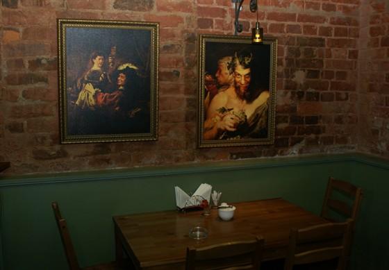 Ресторан Улица разбитых фонарей - фотография 2 - Декоративное оформление бара
