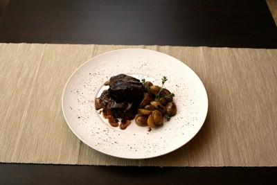 Ресторан Персона - фотография 10 - Медальоны из говядины