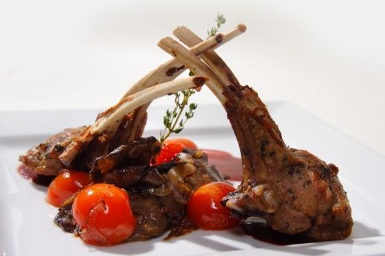 Ресторан Fantasia del Mare - фотография 8 - Каре молодого барашка с хрустящими овощами