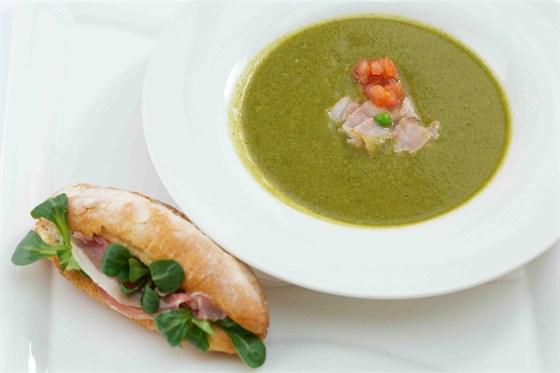 Ресторан Clumba Club - фотография 15 - Суп из молодого горошка