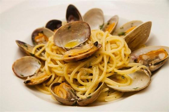 Ресторан Sorbetto - фотография 12 - Спагетти вонголе 300 гр 900 руб.