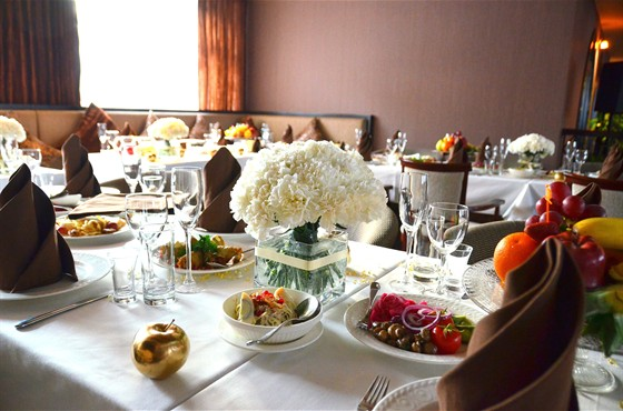 Ресторан Навои - фотография 11 - Банкетный стол
