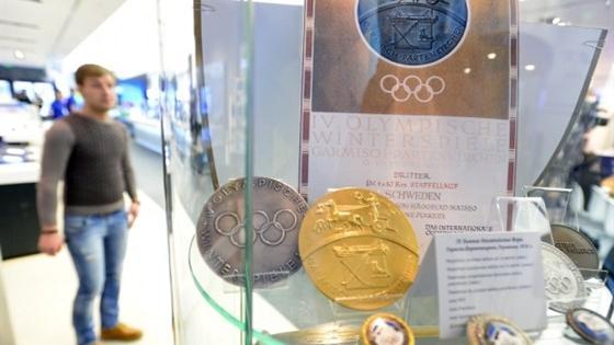 Зимние олимпийские игры в медалях и знаках