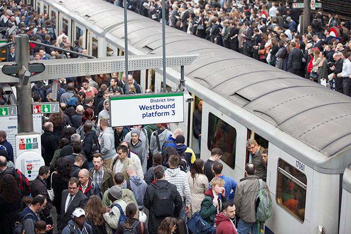 А это результат забастовки машинистов лондонского метро, которые в марте не вышли на работу в поддержку коллеги, уволенного после положительного теста на алкоголь. Уволенный оправдывался, что болен диабетом, поэтому к нему должен был быть применен особый алкотестер, но руководство подземки не поддалось
