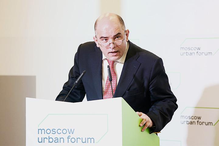 На форуме Григорий Ревзин также заявил, что Москва вернулась к советскому воспроизводству городов, а архитектура фактически упразднена